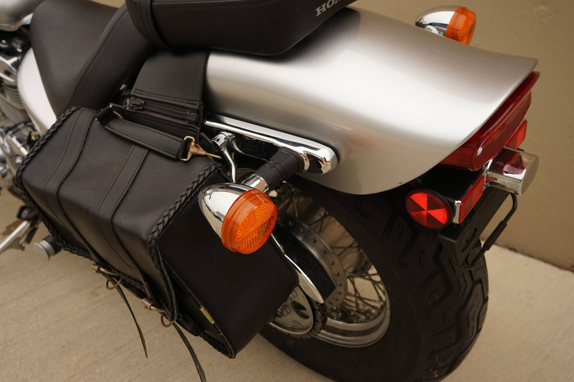 2006 Honda Shadow® VLX Deluxe in Roselle, Illinois - Photo 11