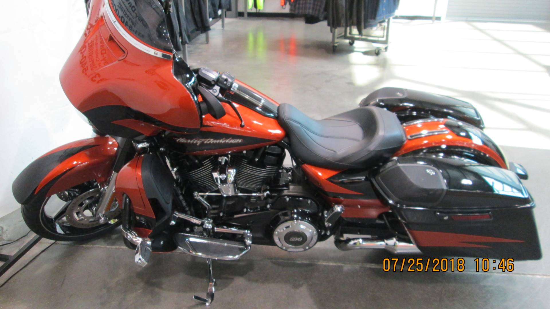 2017 Harley-Davidson CVO™ Street Glide® in Columbia, Tennessee