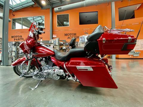 2013 Harley-Davidson FLHTCU Ultra Classic Electra Glide in Columbia, Tennessee - Photo 2