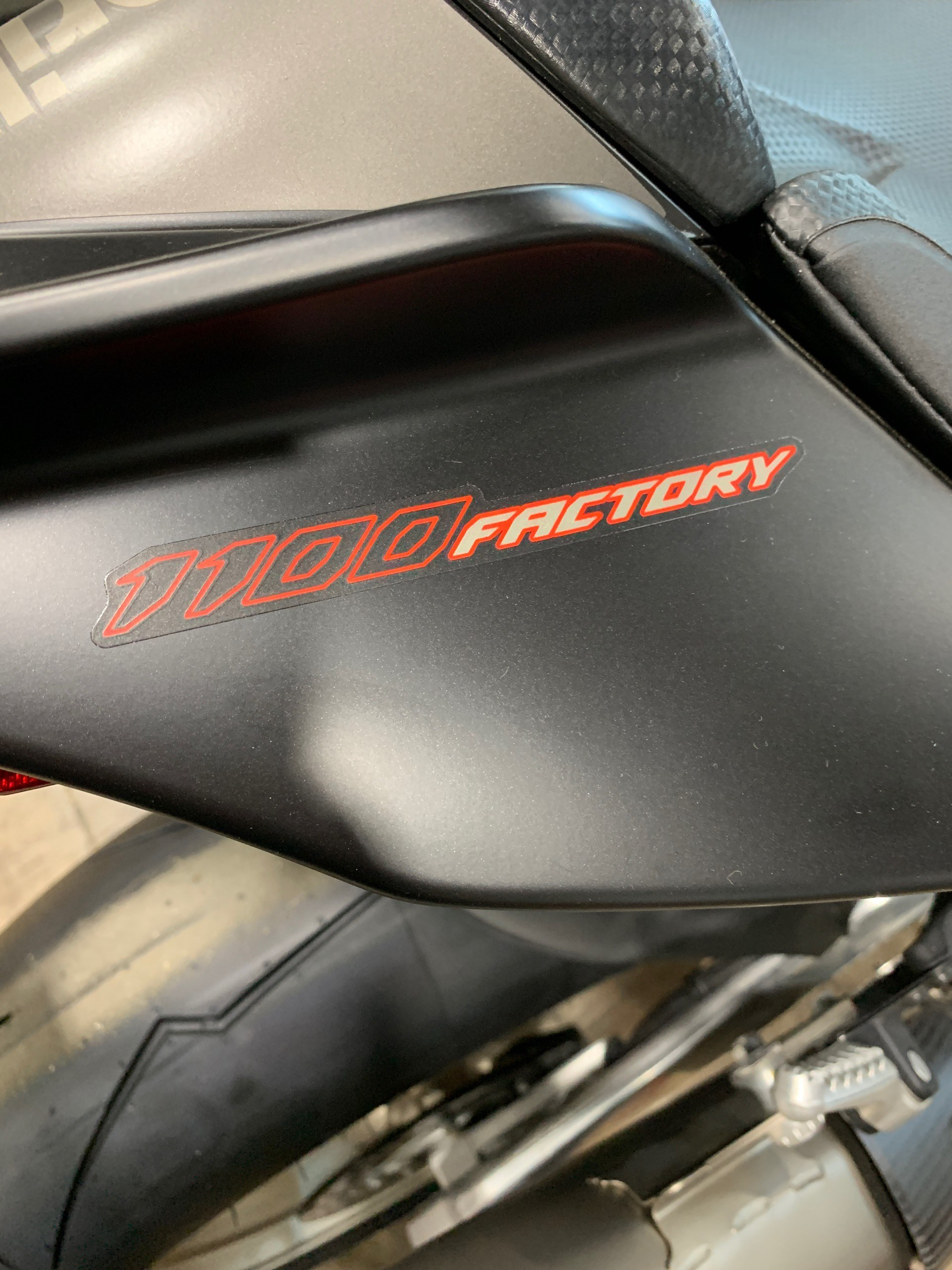 2019 Aprilia RSV4 1100 Factory in Woodstock, Illinois - Photo 2