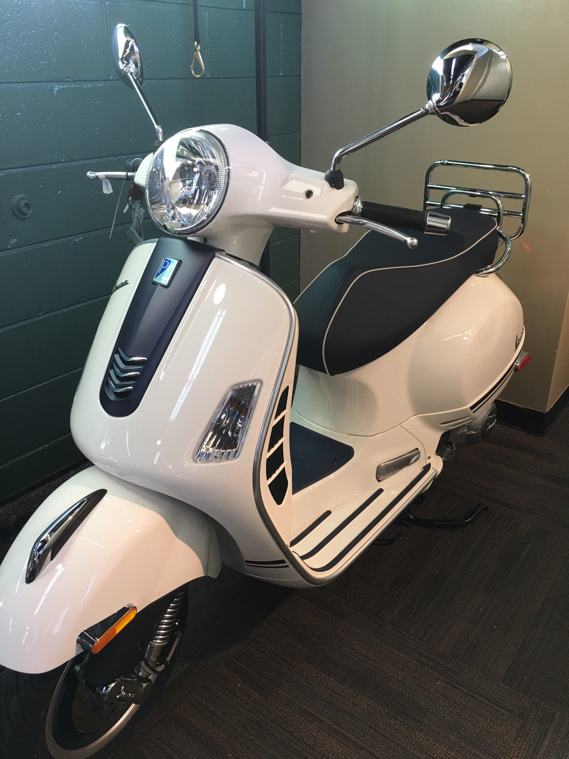 2019 Vespa GTS 300 Yacht Club in Woodstock, Illinois - Photo 1