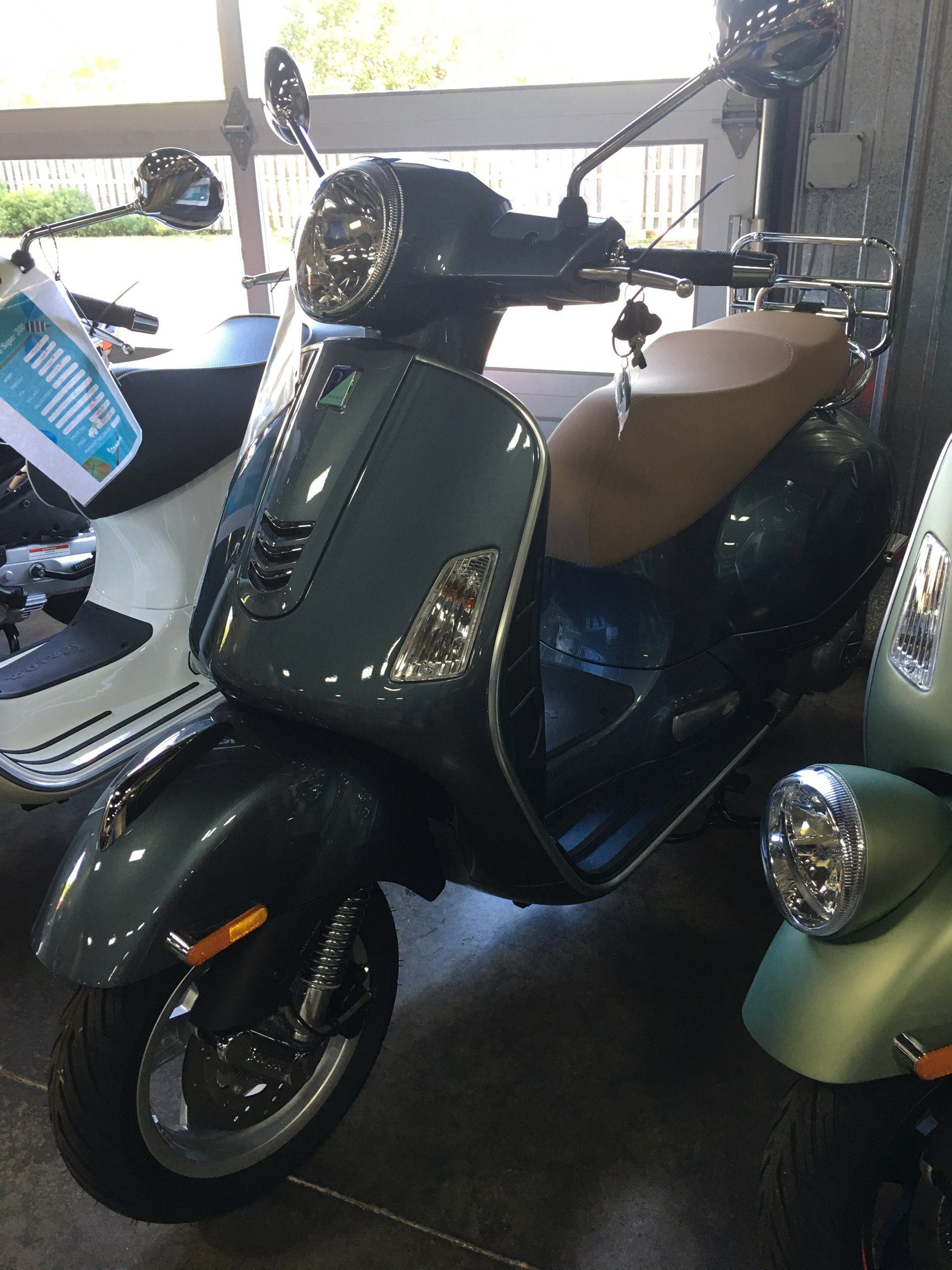 2019 Vespa GTS 300 in Woodstock, Illinois - Photo 1