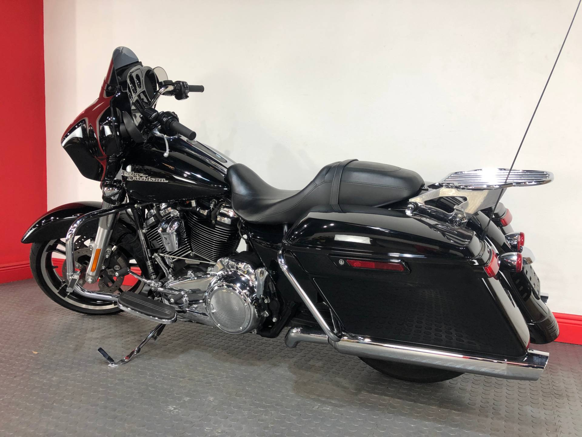 2017 Harley-Davidson Street Glide® Special in Tampa, Florida - Photo 3