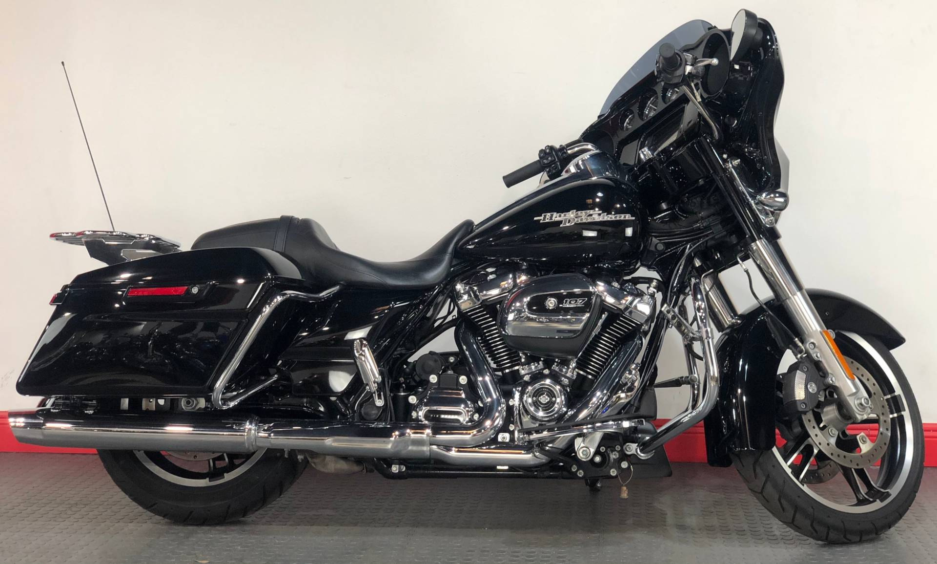2017 Harley-Davidson Street Glide® Special in Tampa, Florida - Photo 1