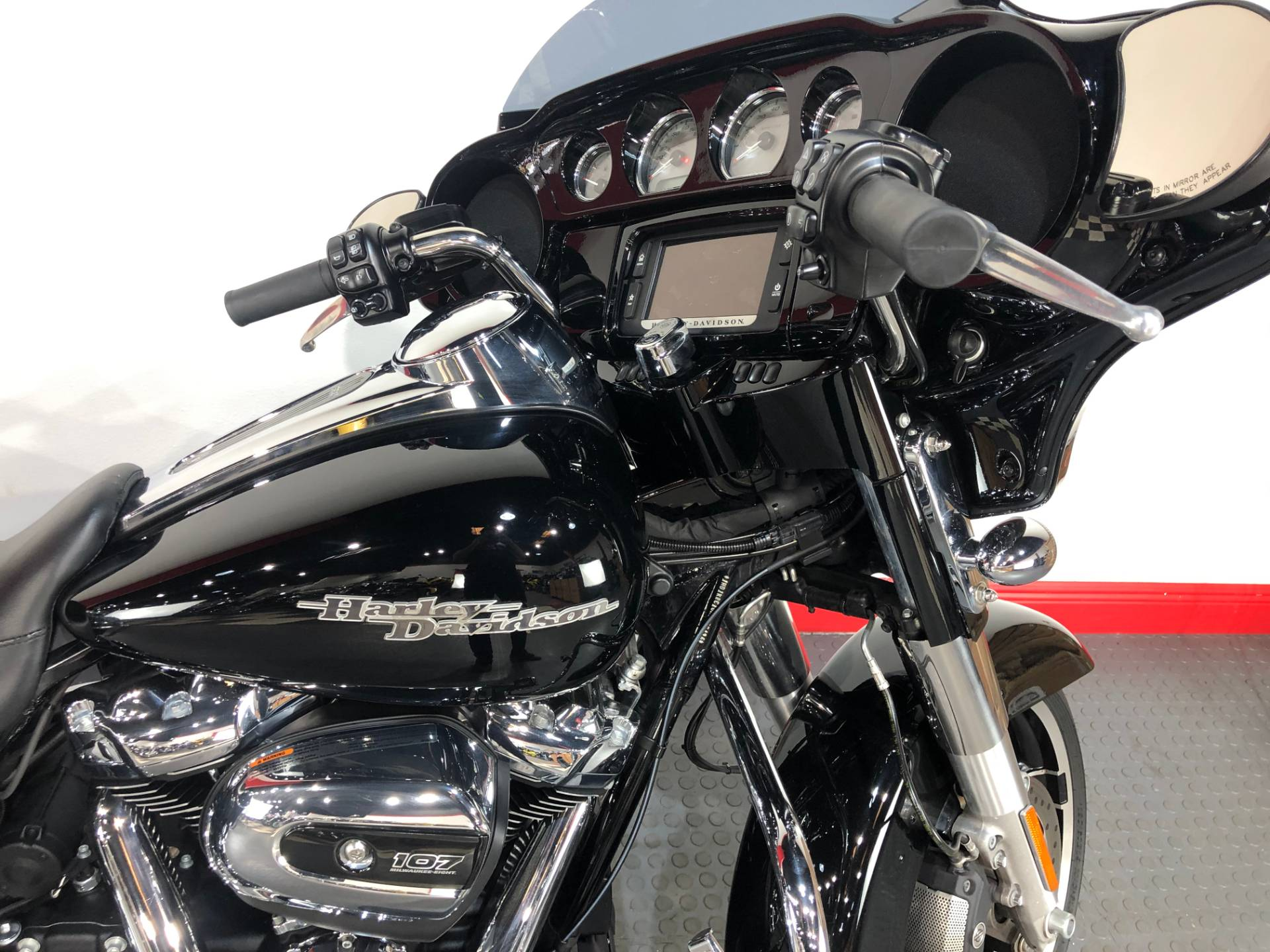 2017 Harley-Davidson Street Glide® Special in Tampa, Florida - Photo 16