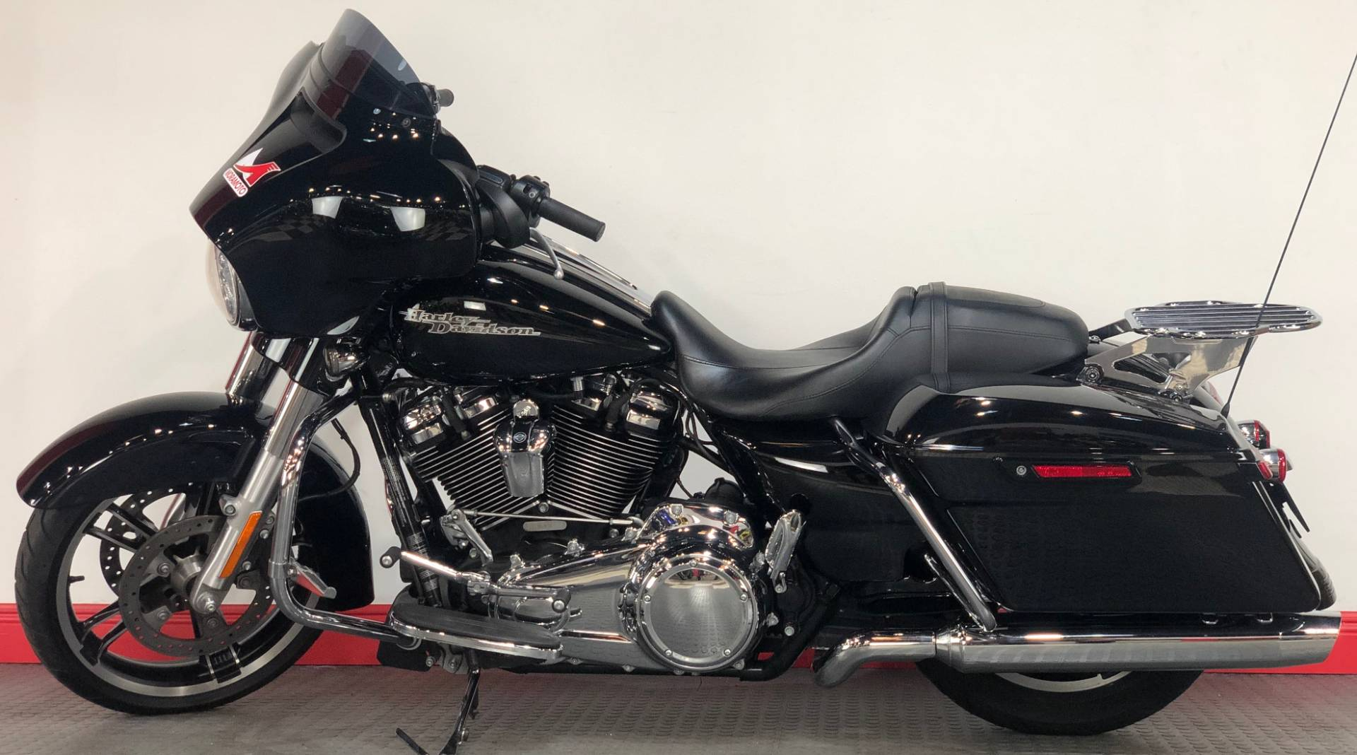 2017 Harley-Davidson Street Glide® Special in Tampa, Florida - Photo 2