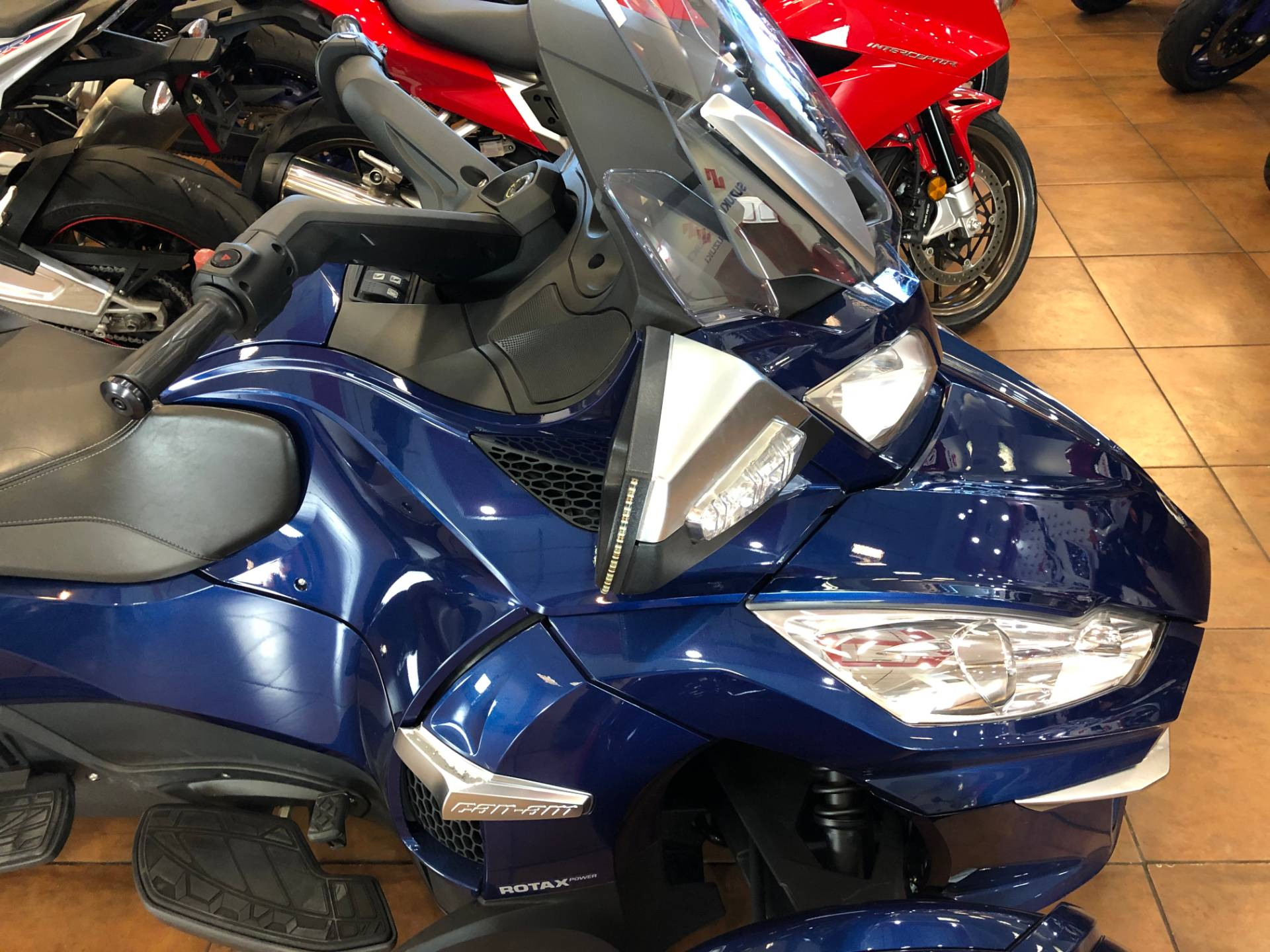 2016 Can-Am Spyder RT-S SE6 in Pinellas Park, Florida - Photo 7