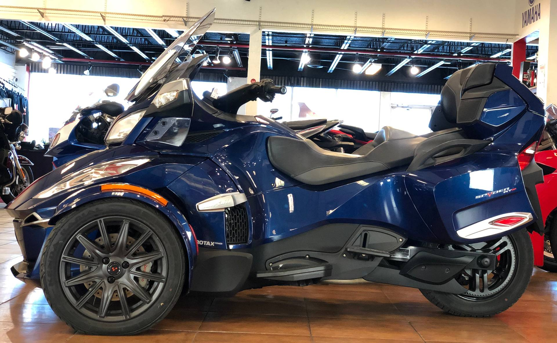 2016 Can-Am Spyder RT-S SE6 in Pinellas Park, Florida - Photo 2
