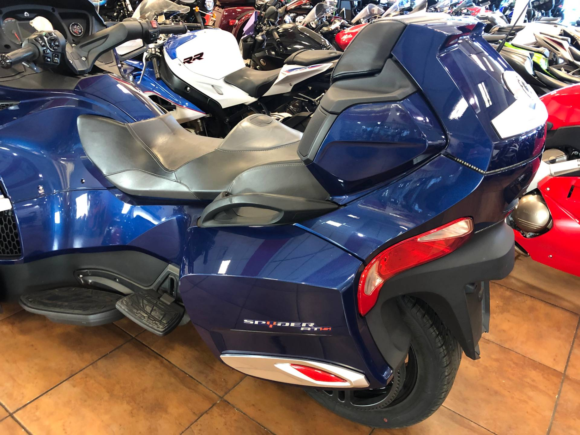 2016 Can-Am Spyder RT-S SE6 in Pinellas Park, Florida - Photo 13