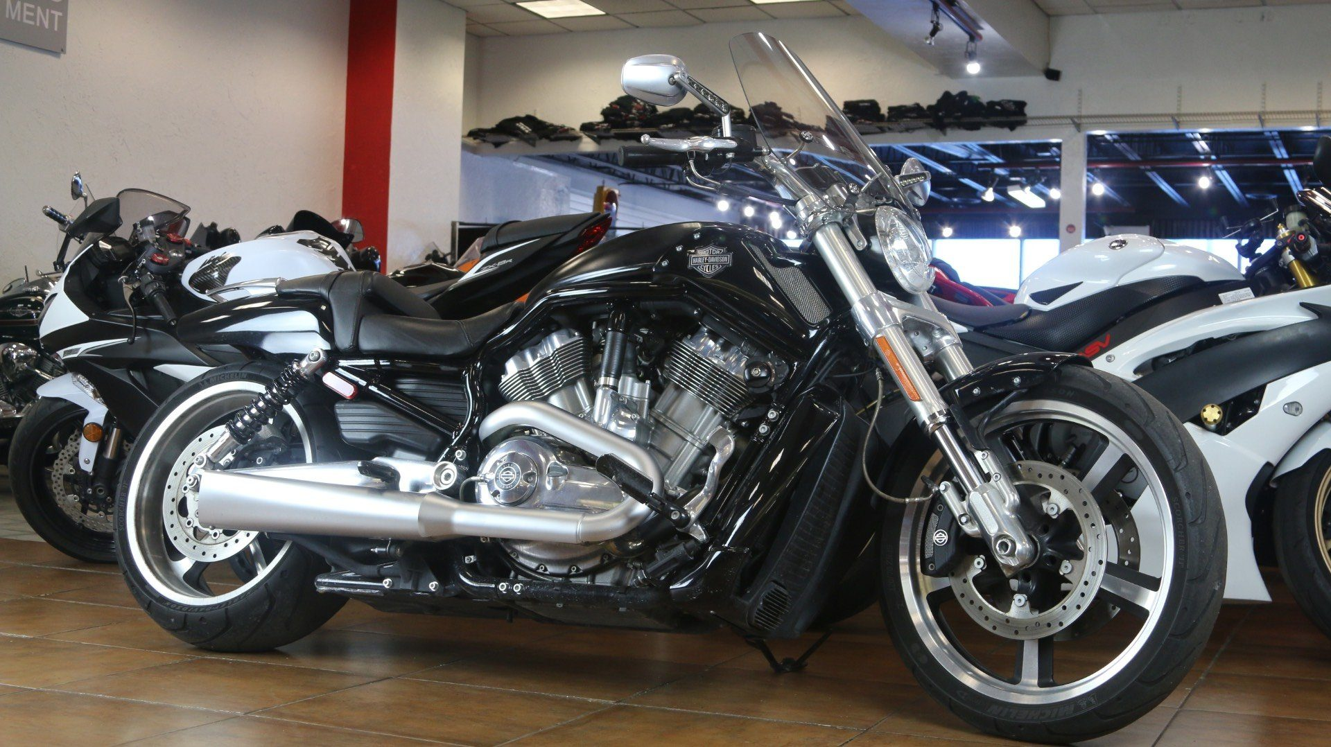 2015 Harley-Davidson V-Rod Muscle® in Pinellas Park, Florida - Photo 2