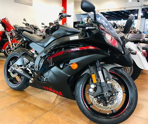 2015 Yamaha YZF-R6 in Pinellas Park, Florida - Photo 3