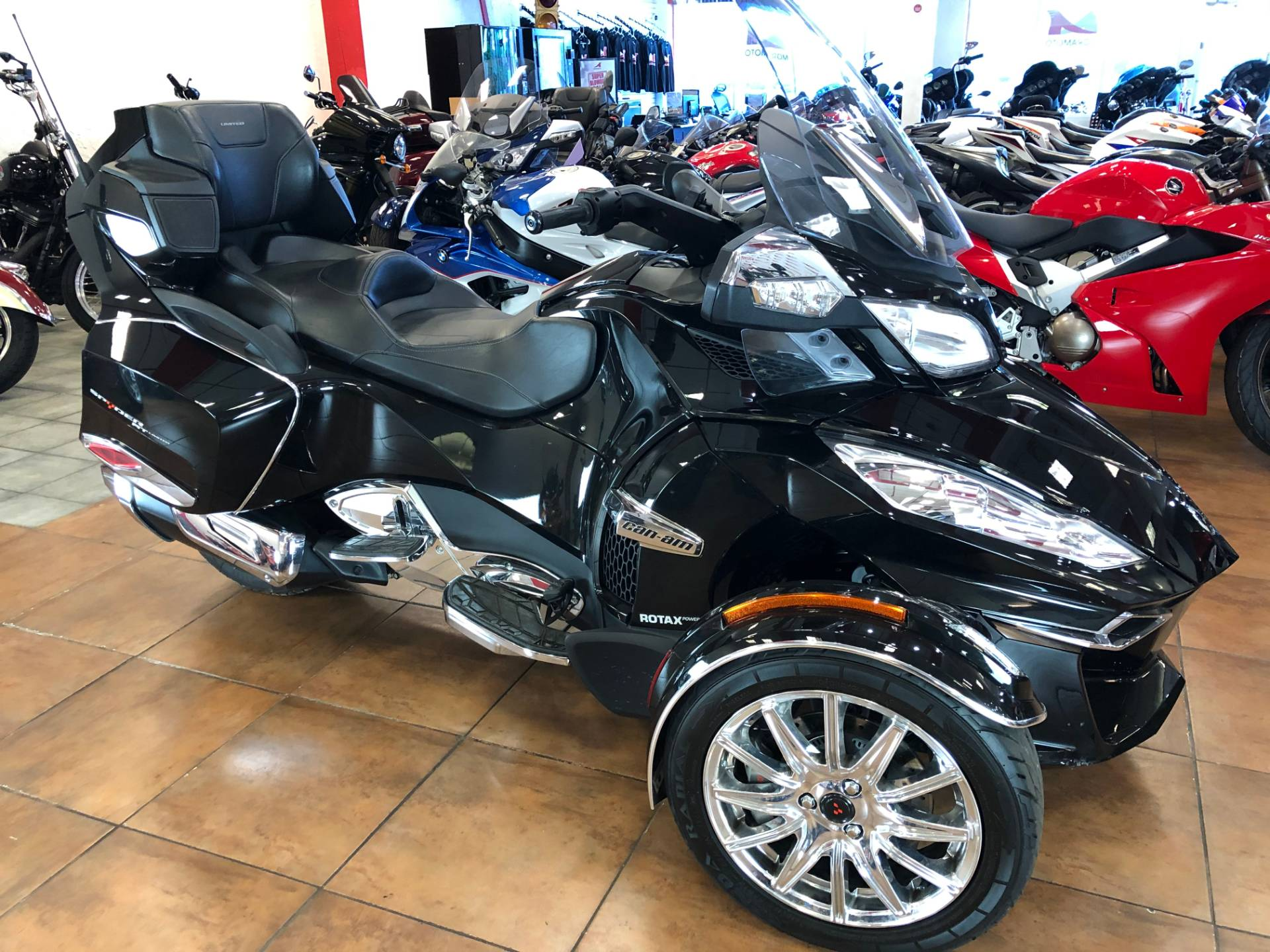 2016 Can-Am Spyder RT-S SE6 Limited in Pinellas Park, Florida - Photo 3