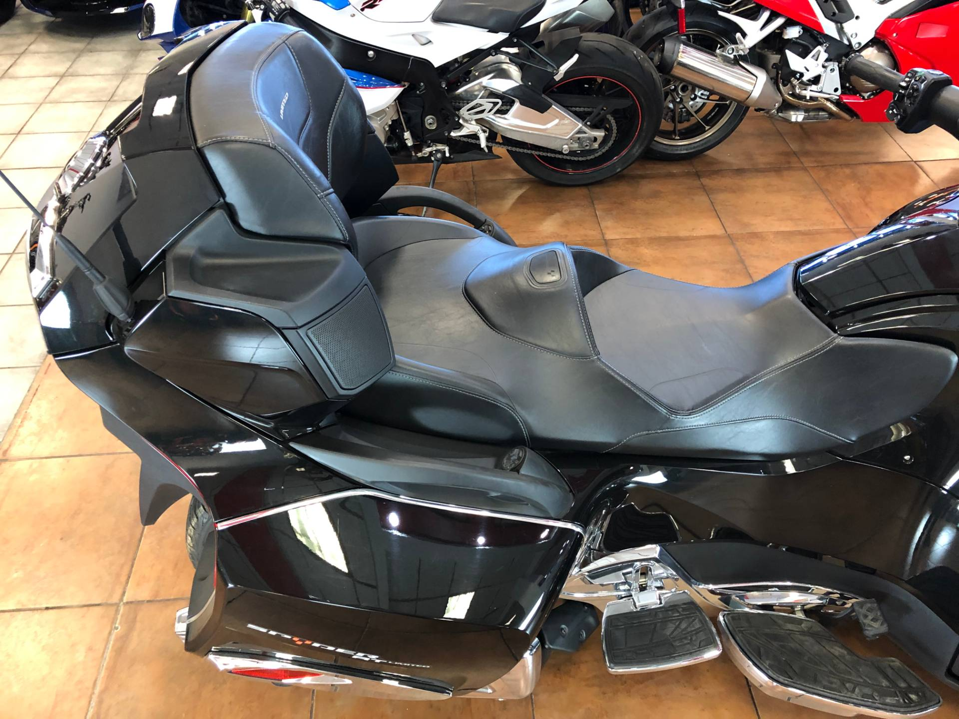 2016 Can-Am Spyder RT-S SE6 Limited in Pinellas Park, Florida - Photo 10