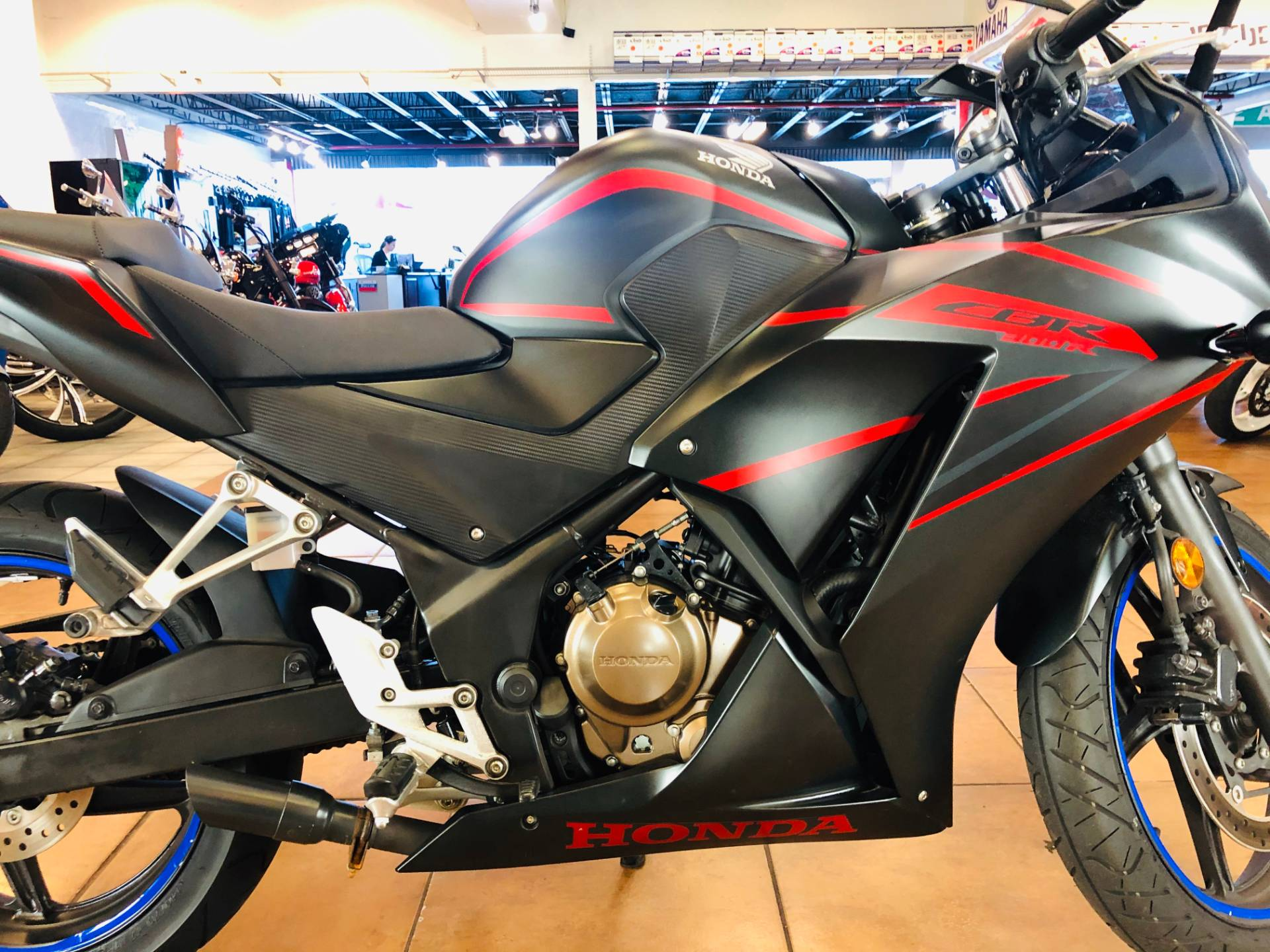 2018 Honda CBR300R in Pinellas Park, Florida - Photo 6