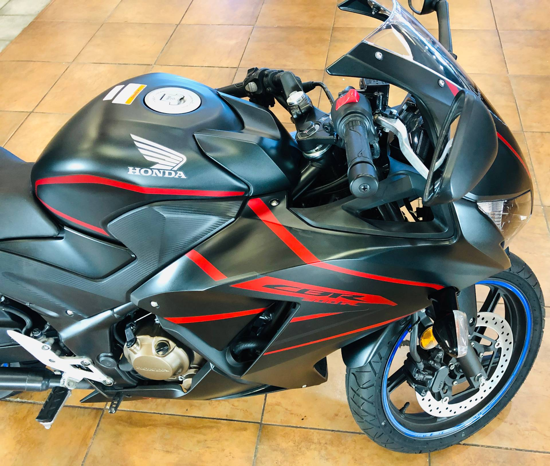 2018 Honda CBR300R in Pinellas Park, Florida - Photo 8