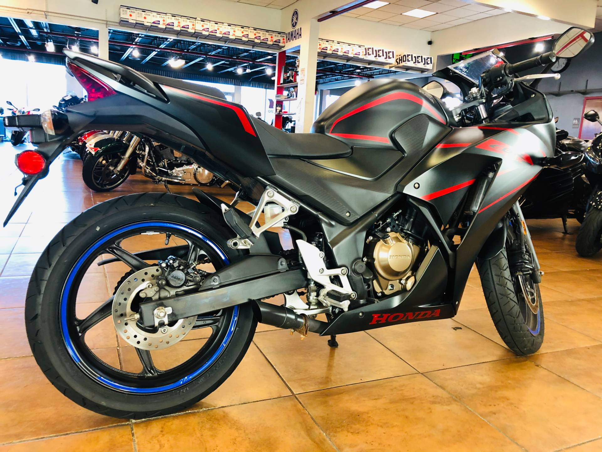 2018 Honda CBR300R in Pinellas Park, Florida - Photo 4