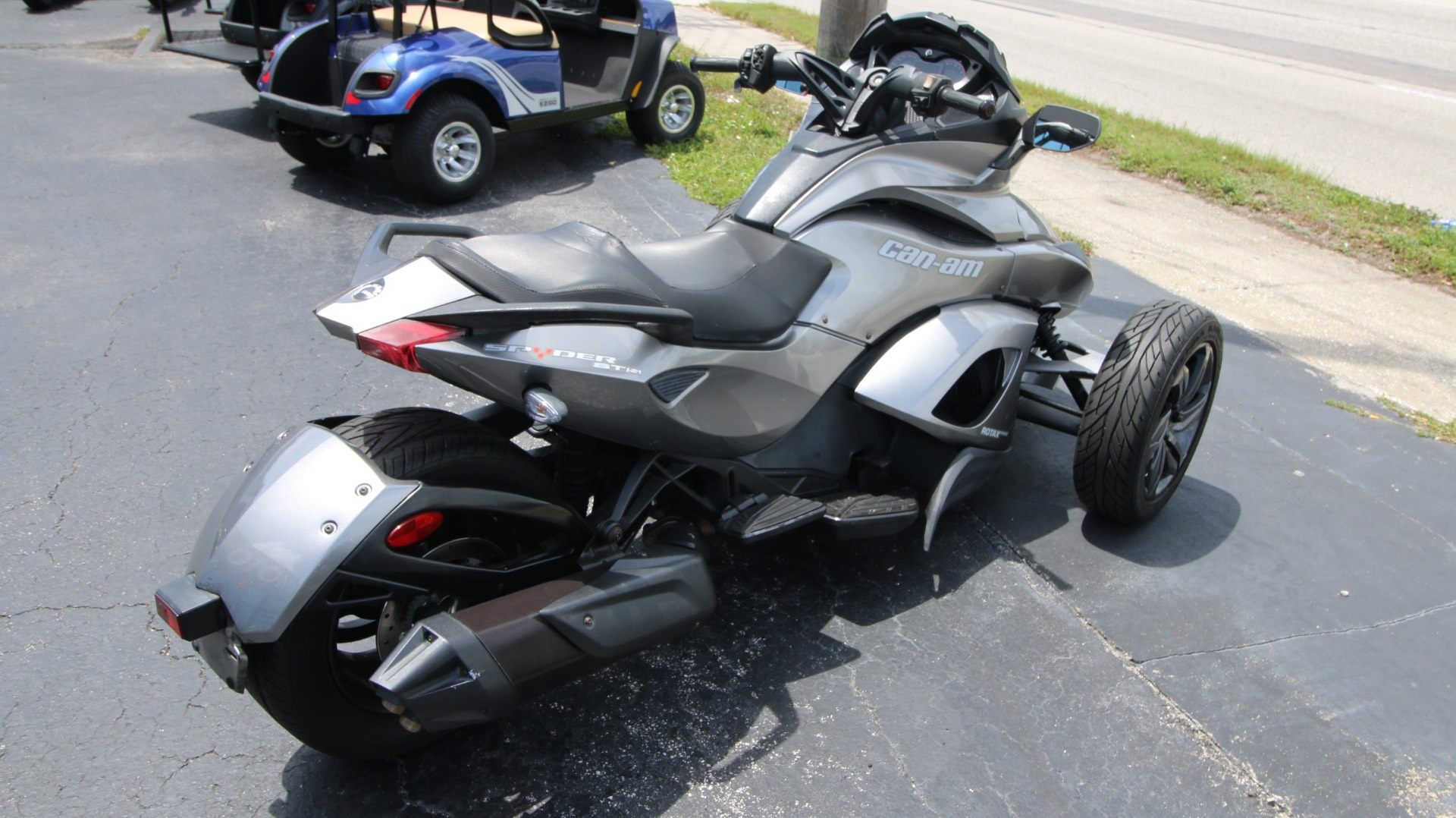 2013 Can-Am Spyder® ST-S SE5 in Pinellas Park, Florida - Photo 3