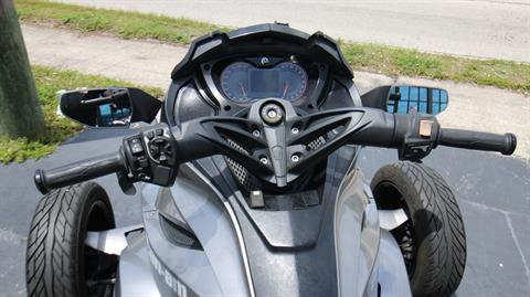 2013 Can-Am Spyder® ST-S SE5 in Pinellas Park, Florida - Photo 8