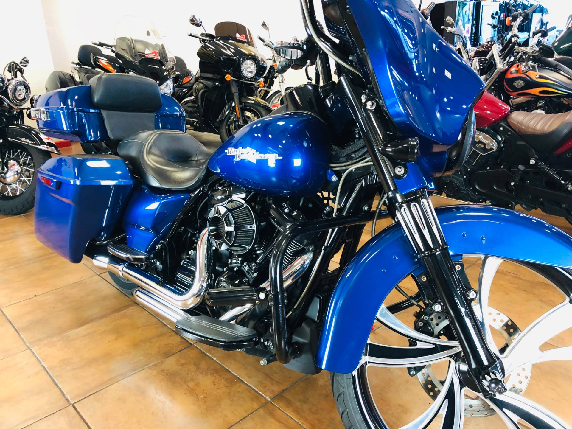 2017 Harley-Davidson Street Glide® Special in Pinellas Park, Florida - Photo 5