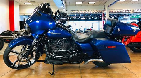 2017 Harley-Davidson Street Glide® Special in Pinellas Park, Florida - Photo 2