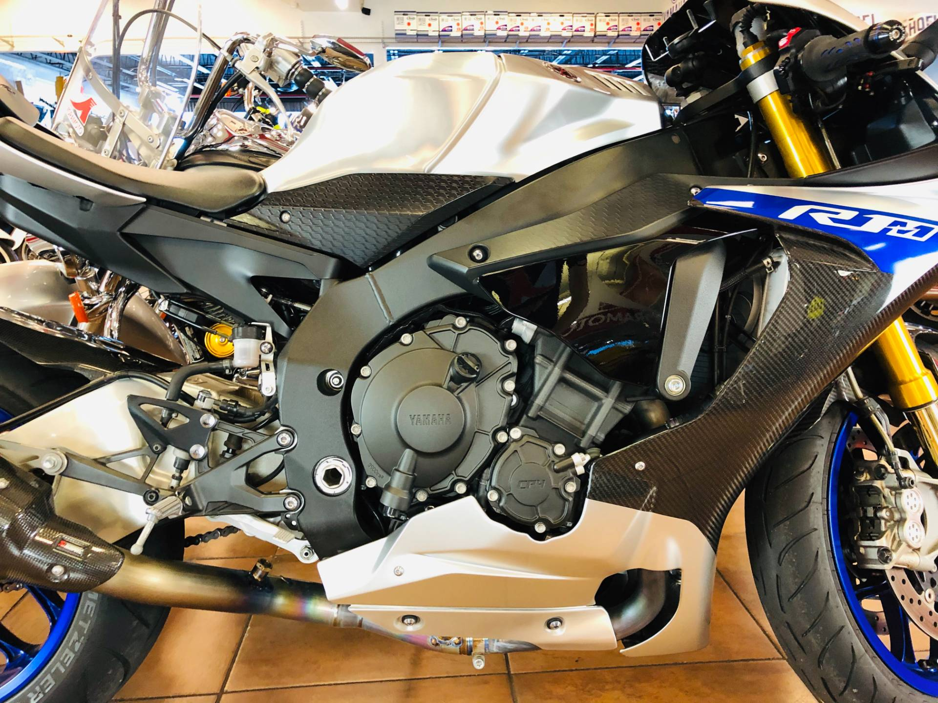 2017 Yamaha YZF-R1M in Pinellas Park, Florida - Photo 6