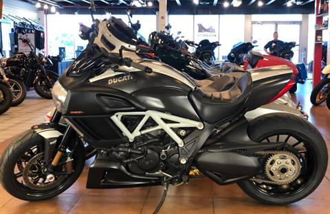 2015 Ducati Diavel Carbon in Pinellas Park, Florida - Photo 2