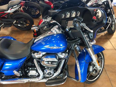 2018 Harley-Davidson Street Glide® in Pinellas Park, Florida - Photo 16
