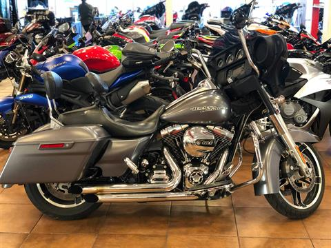 2015 Harley-Davidson Street Glide® in Pinellas Park, Florida - Photo 17