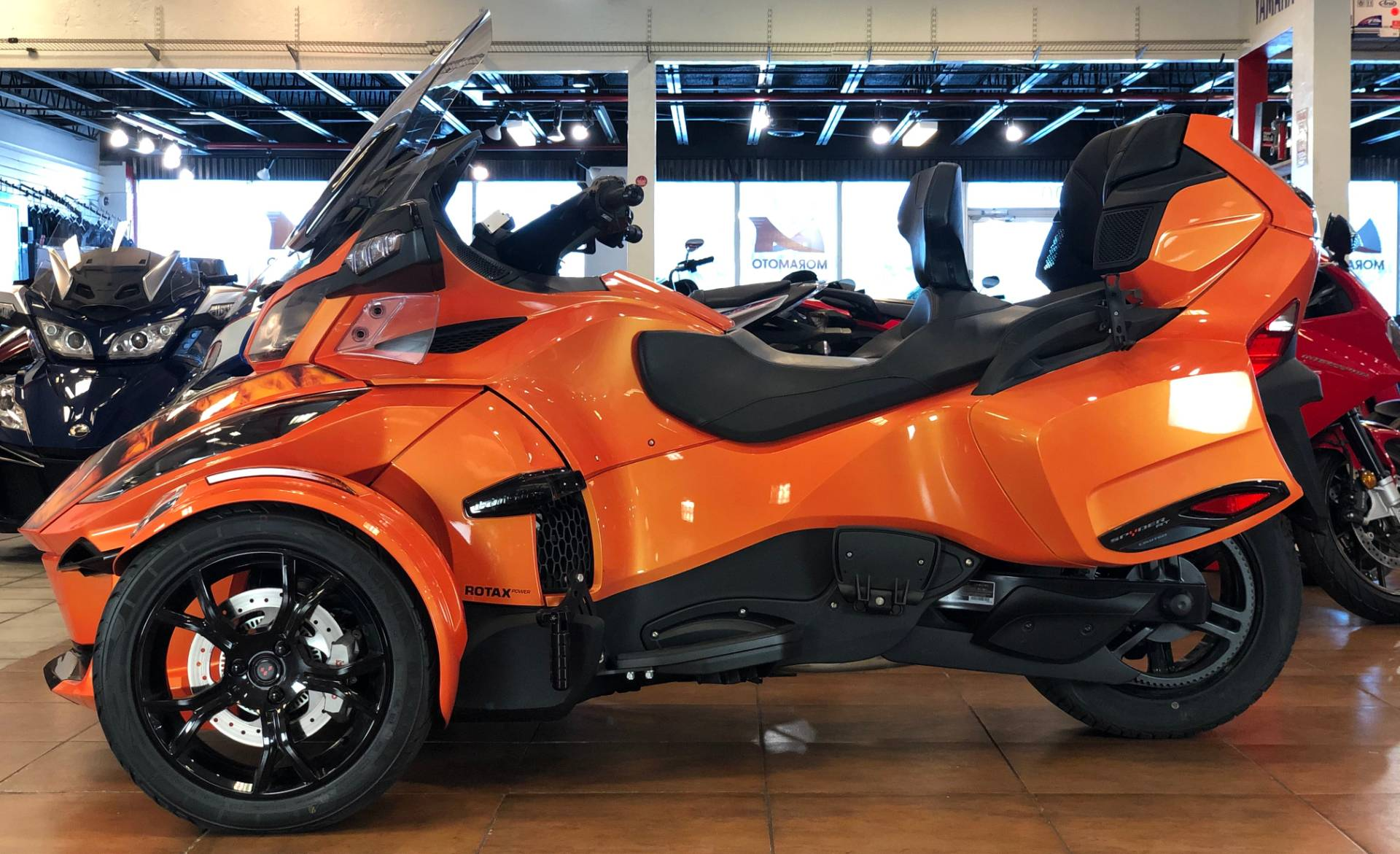 2019 Can-Am Spyder RT Limited in Pinellas Park, Florida - Photo 2
