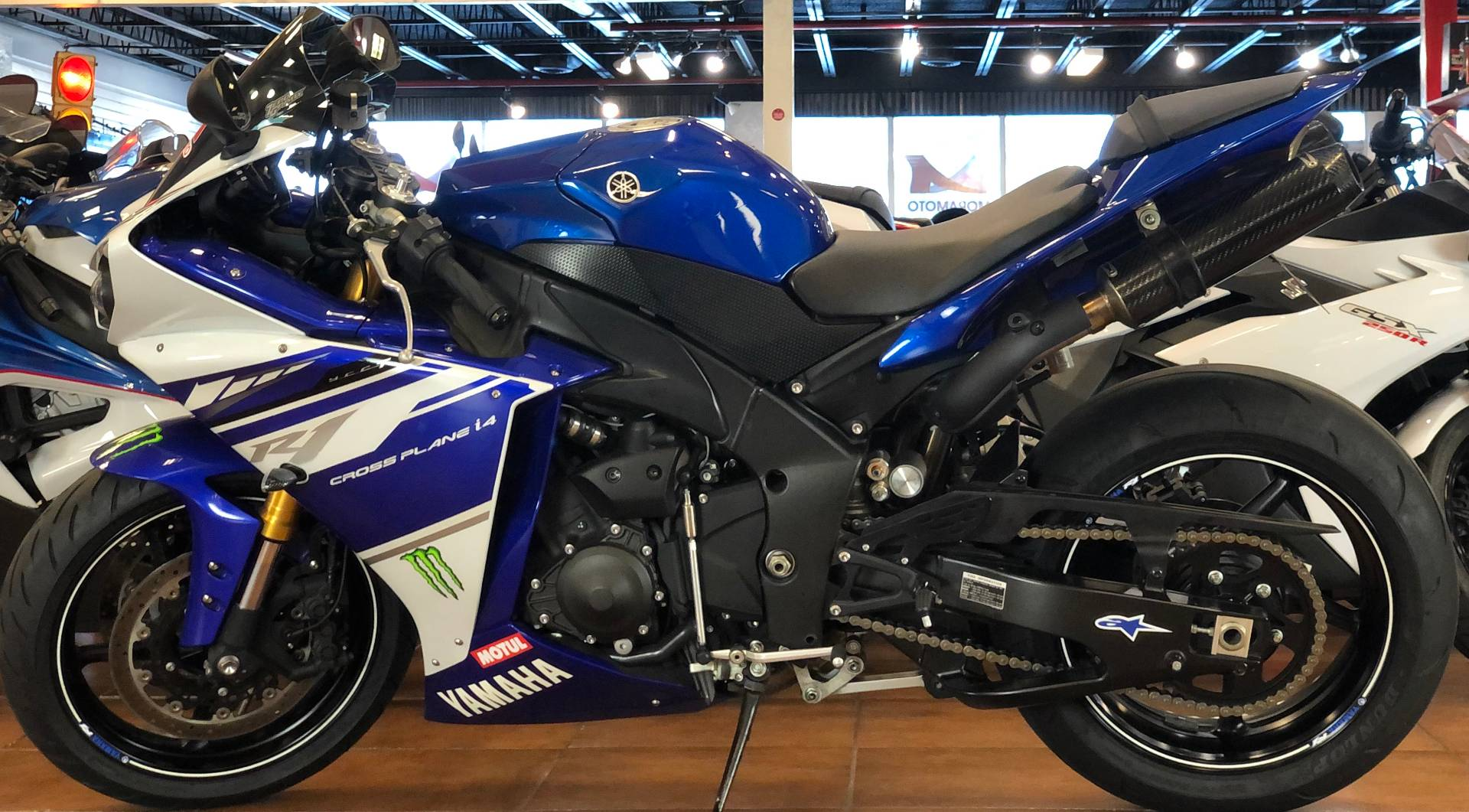 2014 Yamaha YZF-R1 in Pinellas Park, Florida - Photo 2