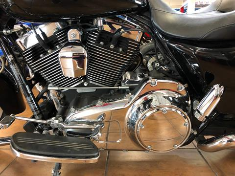 2015 Harley-Davidson Street Glide® in Pinellas Park, Florida - Photo 12