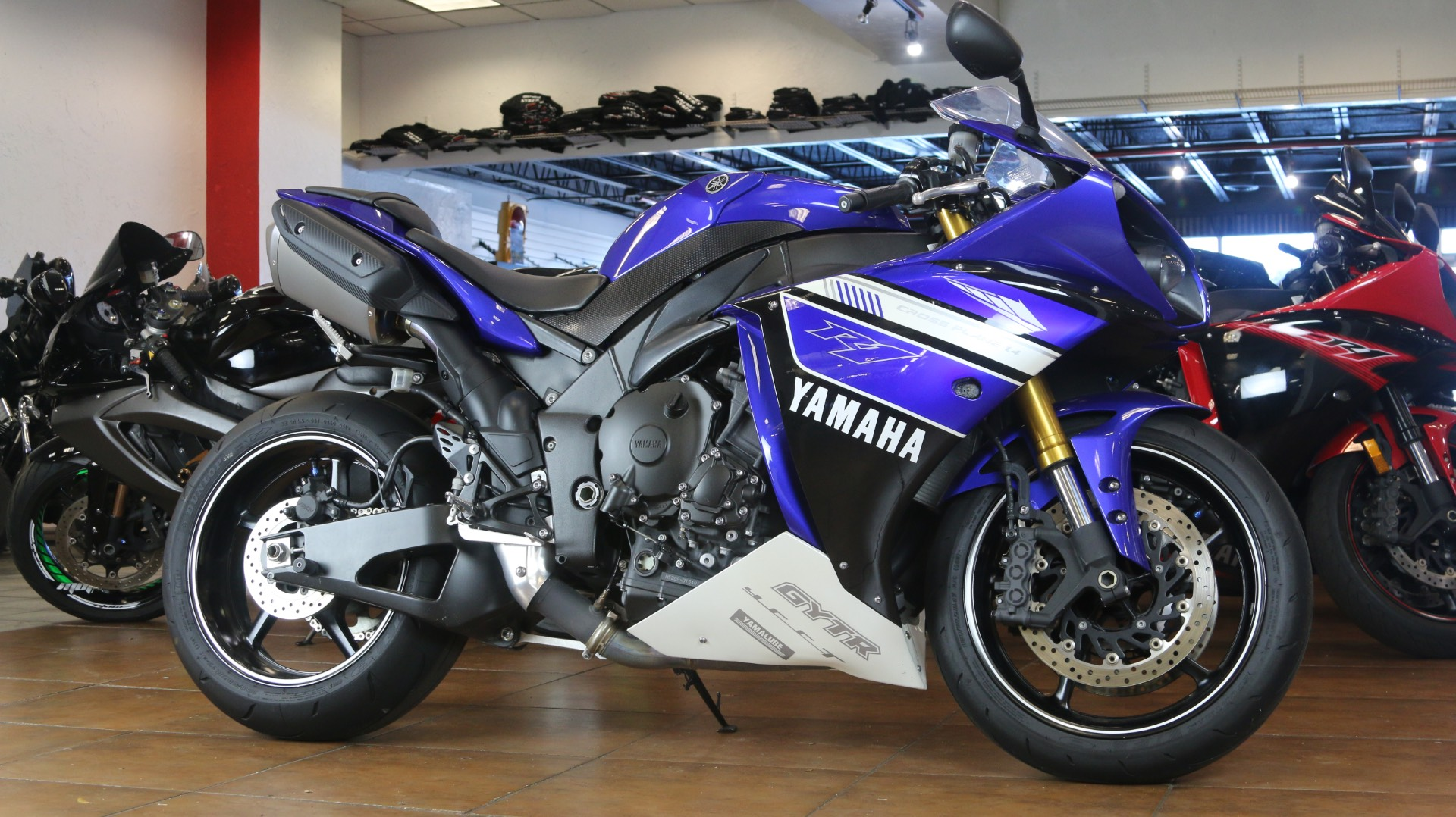 2012 Yamaha YZF-R1 in Pinellas Park, Florida - Photo 2