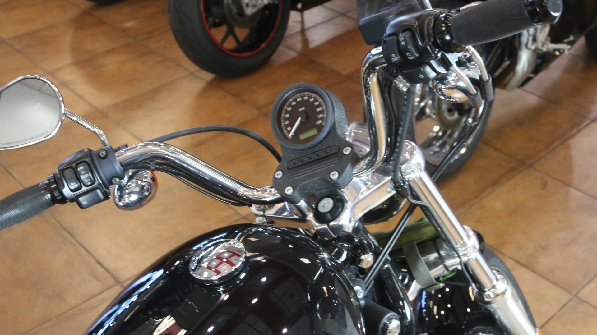 2013 Harley-Davidson Sportster® 883 SuperLow® in Pinellas Park, Florida - Photo 7