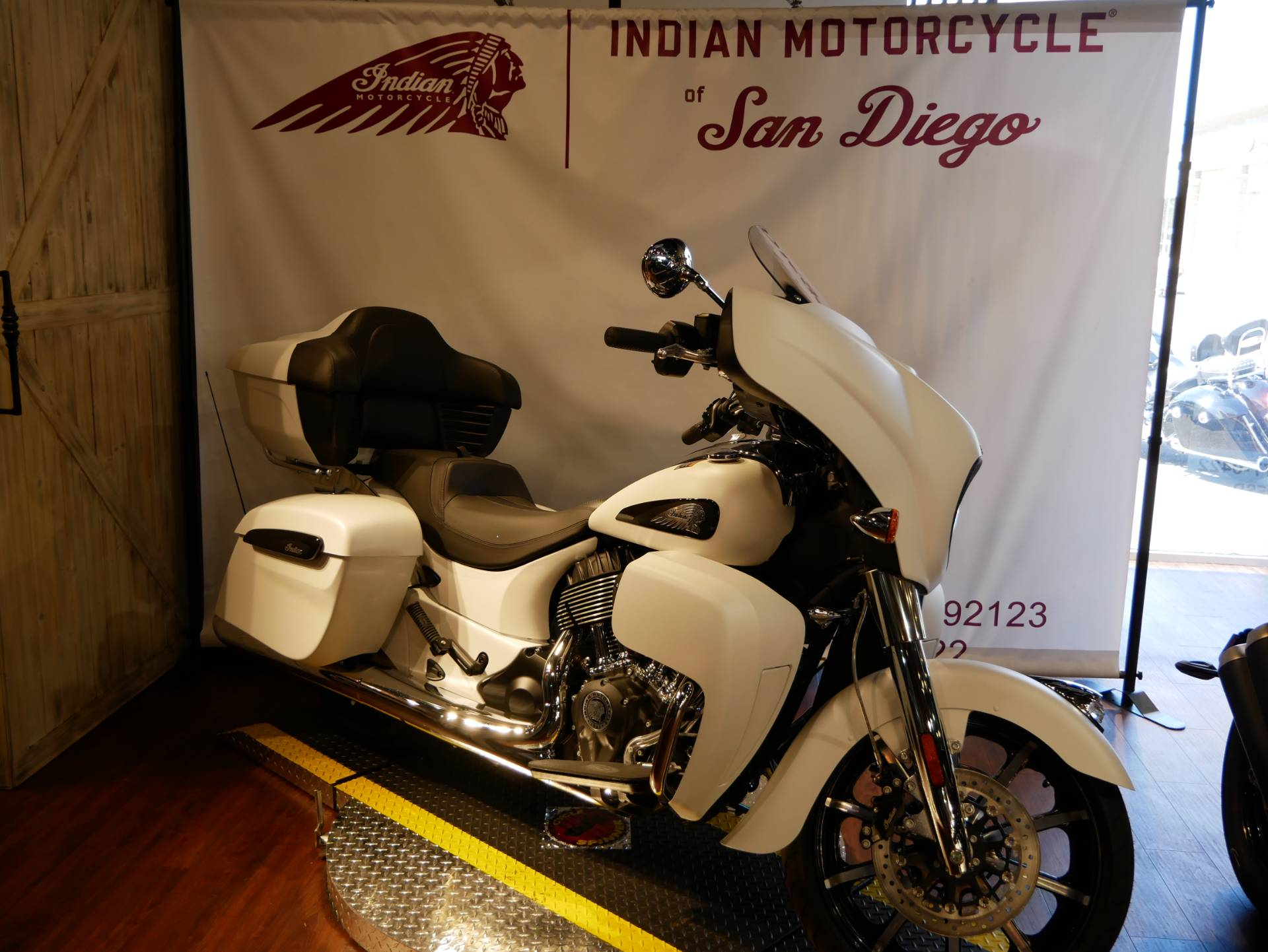 2020 Indian Roadmaster® Dark Horse® in San Diego, California - Photo 5