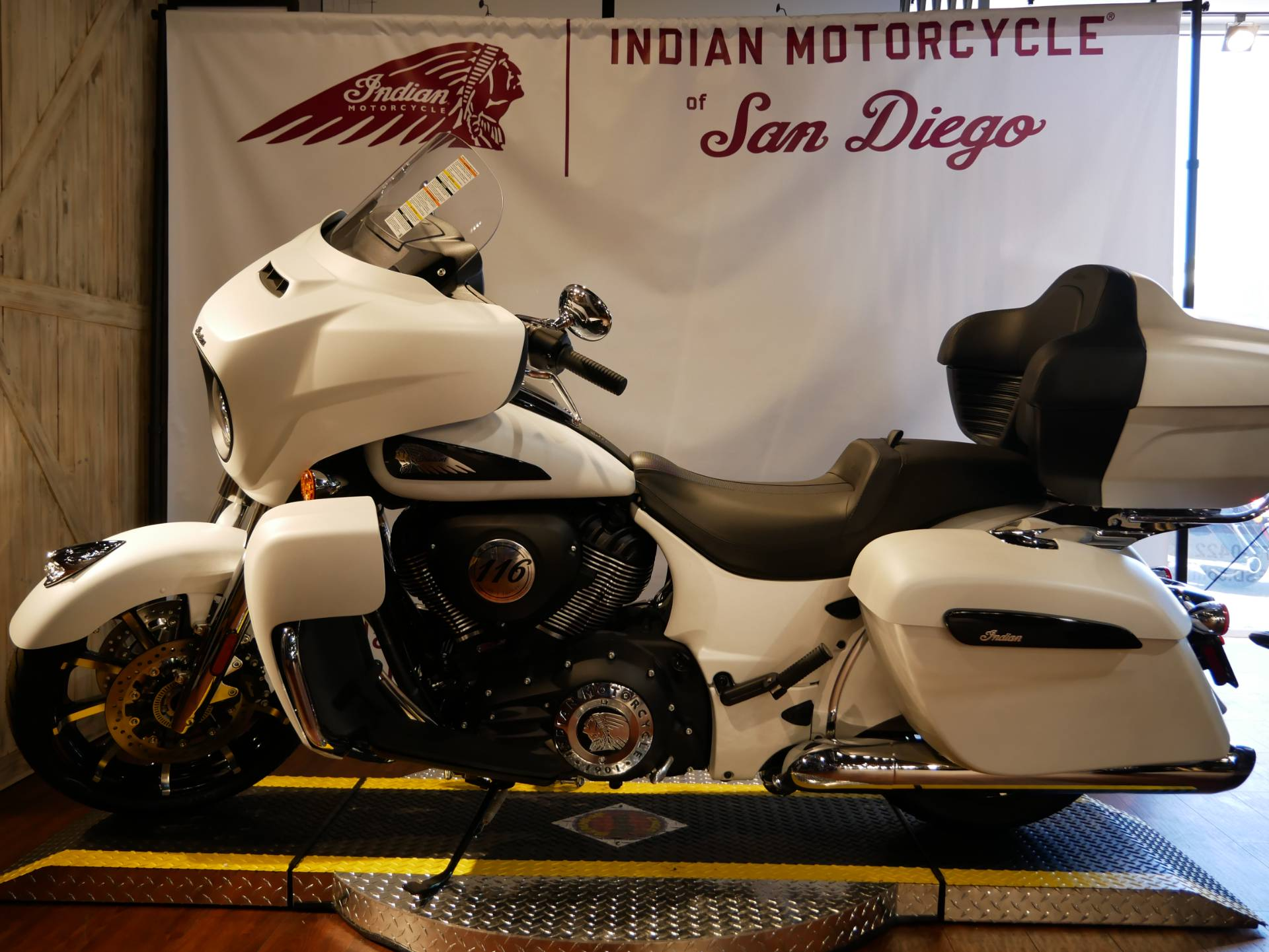 2020 Indian Roadmaster® Dark Horse® in San Diego, California - Photo 10