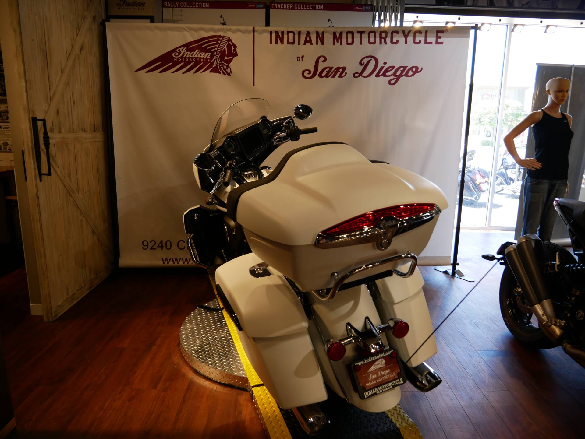 2020 Indian Roadmaster® Dark Horse® in San Diego, California - Photo 15