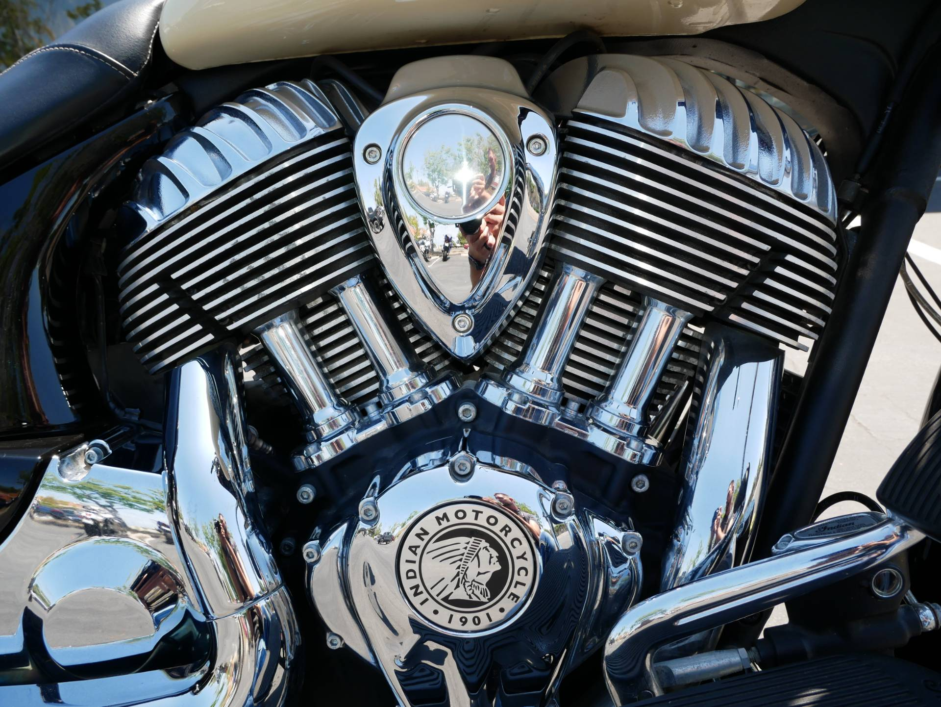 2019 Indian Chieftain® Classic ABS in San Diego, California - Photo 4