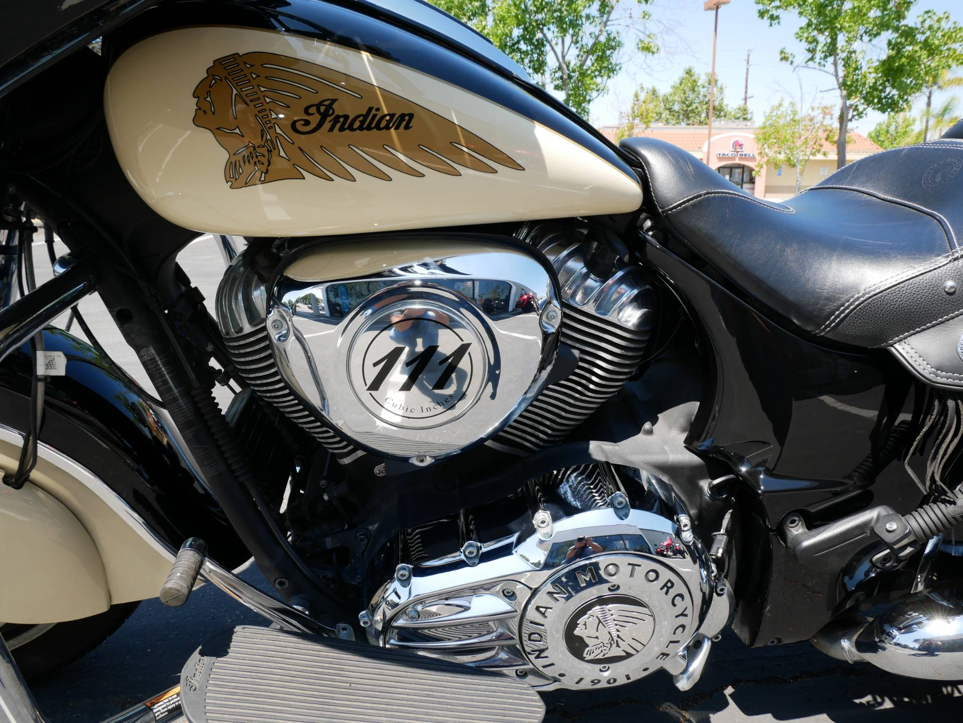 2019 Indian Chieftain® Classic ABS in San Diego, California - Photo 10