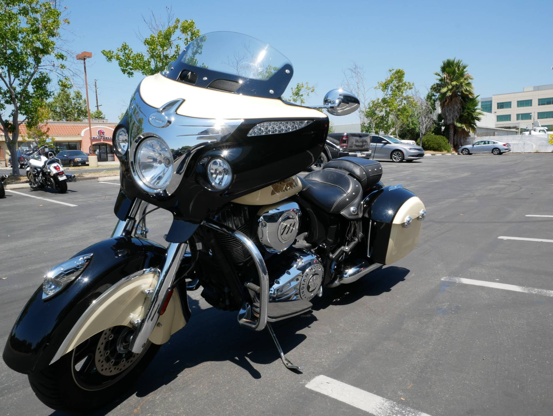 2019 Indian Chieftain® Classic ABS in San Diego, California - Photo 12