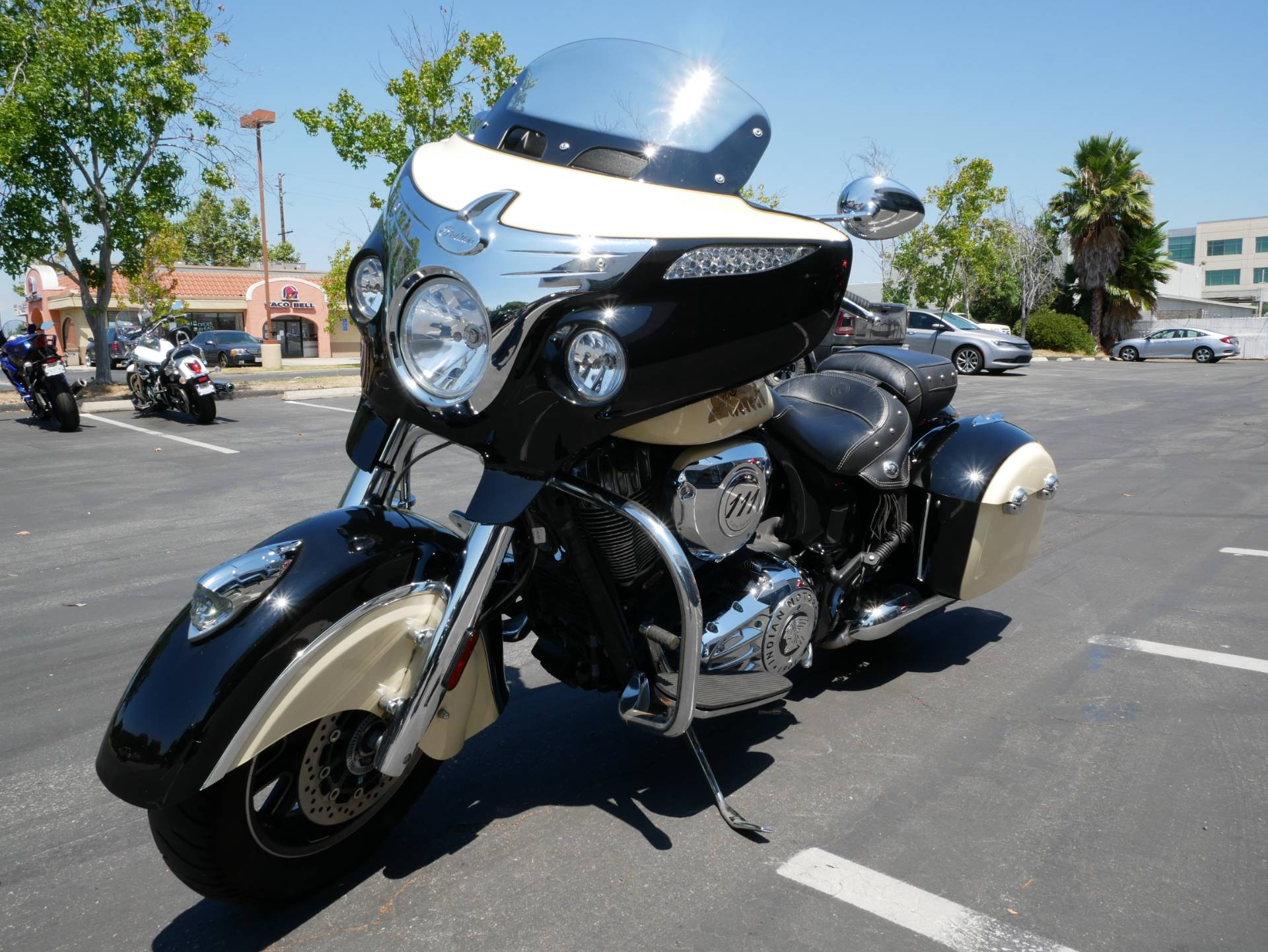 2019 Indian Chieftain® Classic ABS in San Diego, California - Photo 13