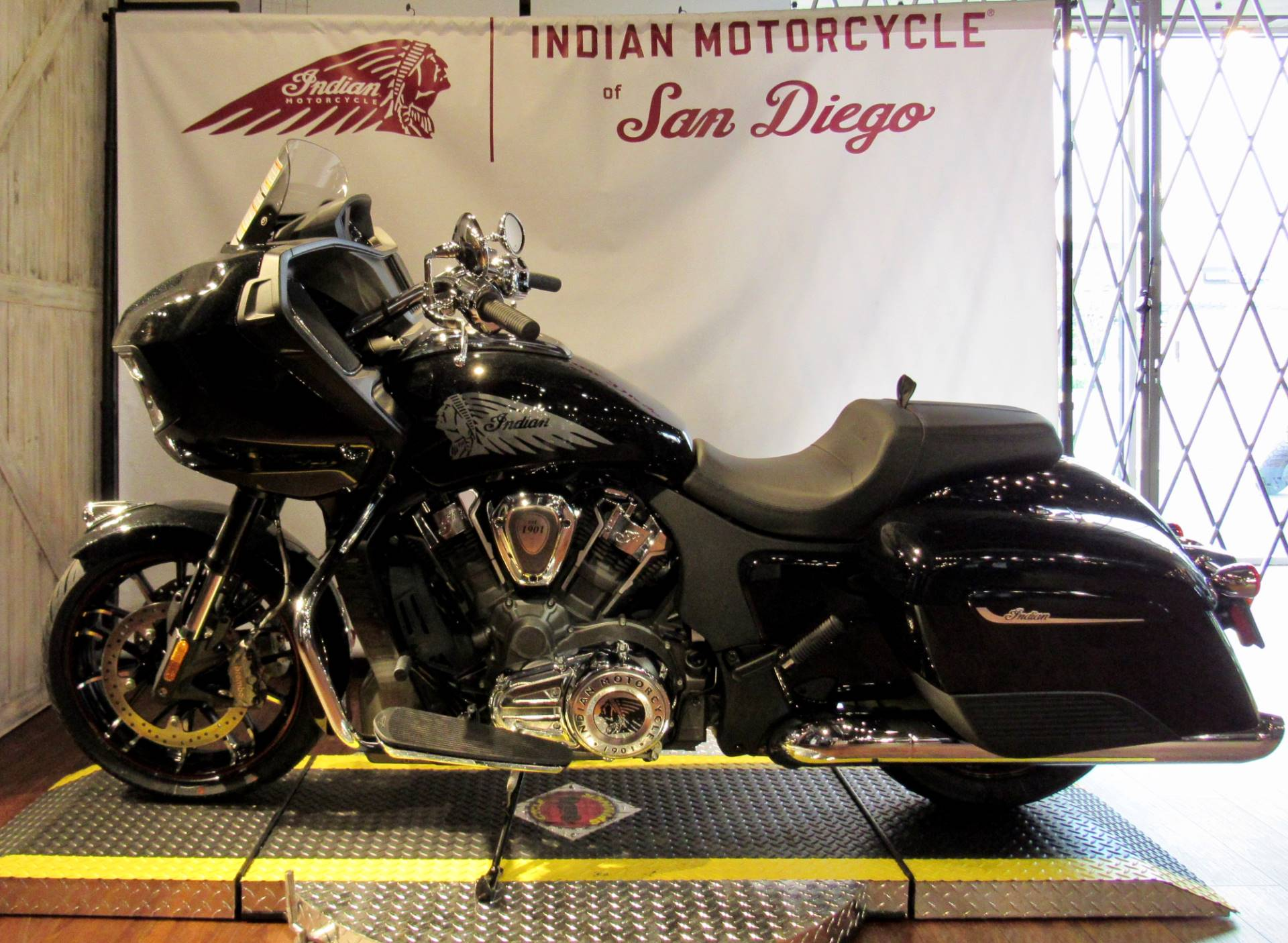 2020 Indian Challenger® Limited in San Diego, California - Photo 5