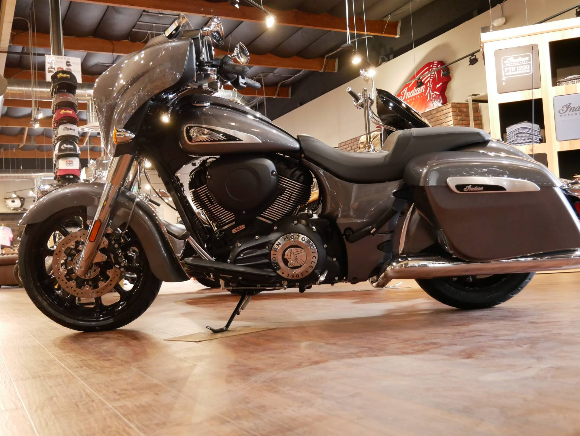 2019 Indian Chieftain® ABS in San Diego, California - Photo 17