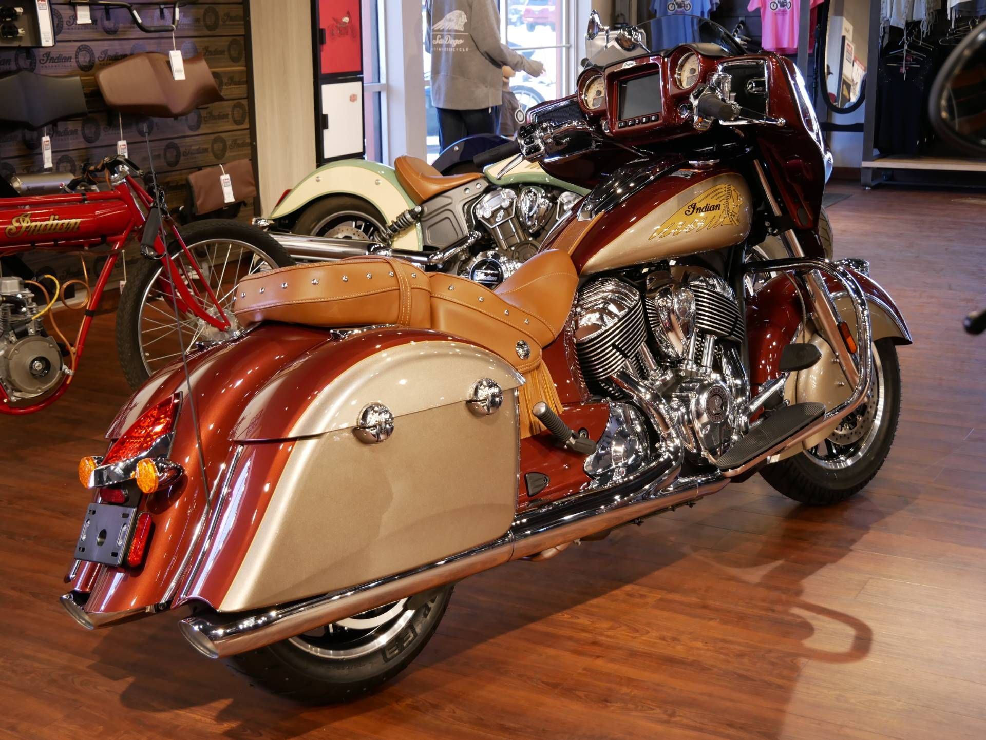 2019 Indian Chieftain® Classic Icon Series in San Diego, California - Photo 14