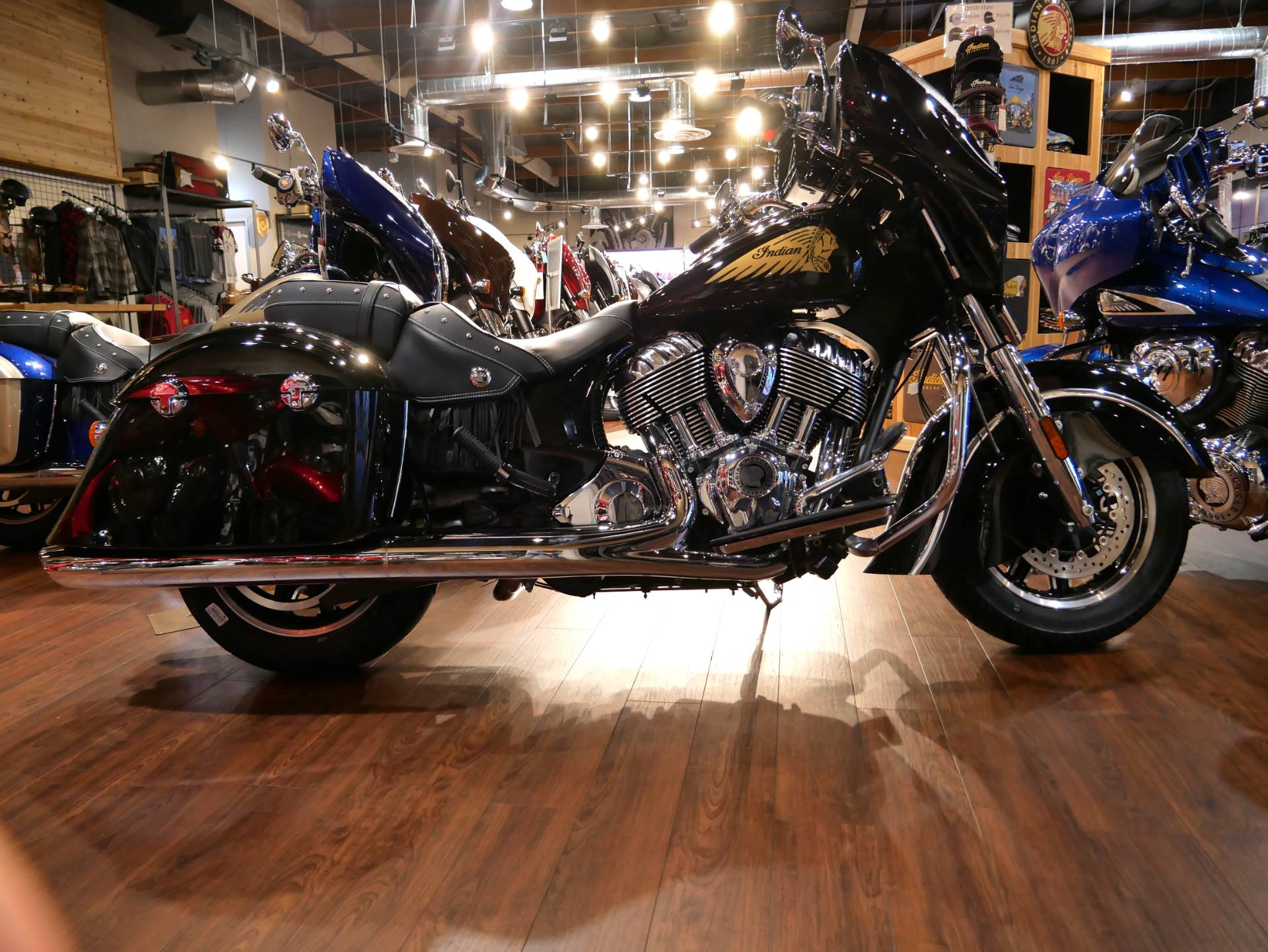 2019 Indian Chieftain® Classic ABS in San Diego, California - Photo 3