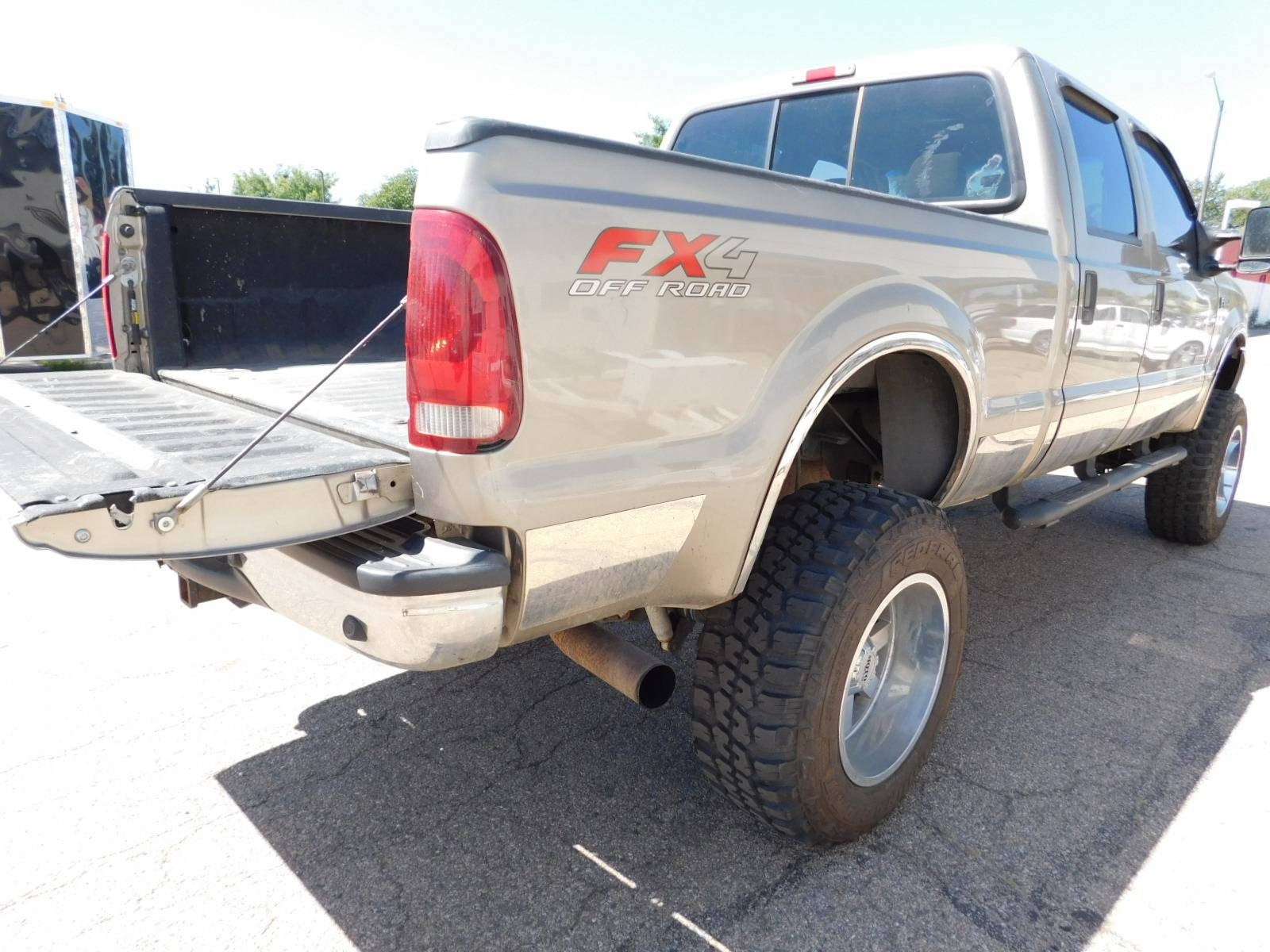 2004 Ford f-250 Super Duty 4WD Super 4 Door in Loveland, Colorado - Photo 4