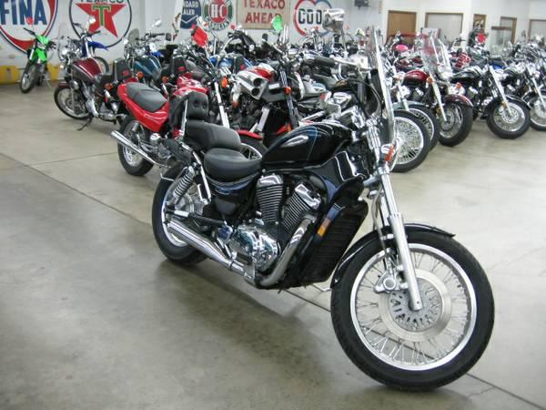 2001 Suzuki Intruder Volusia in Loveland, Colorado