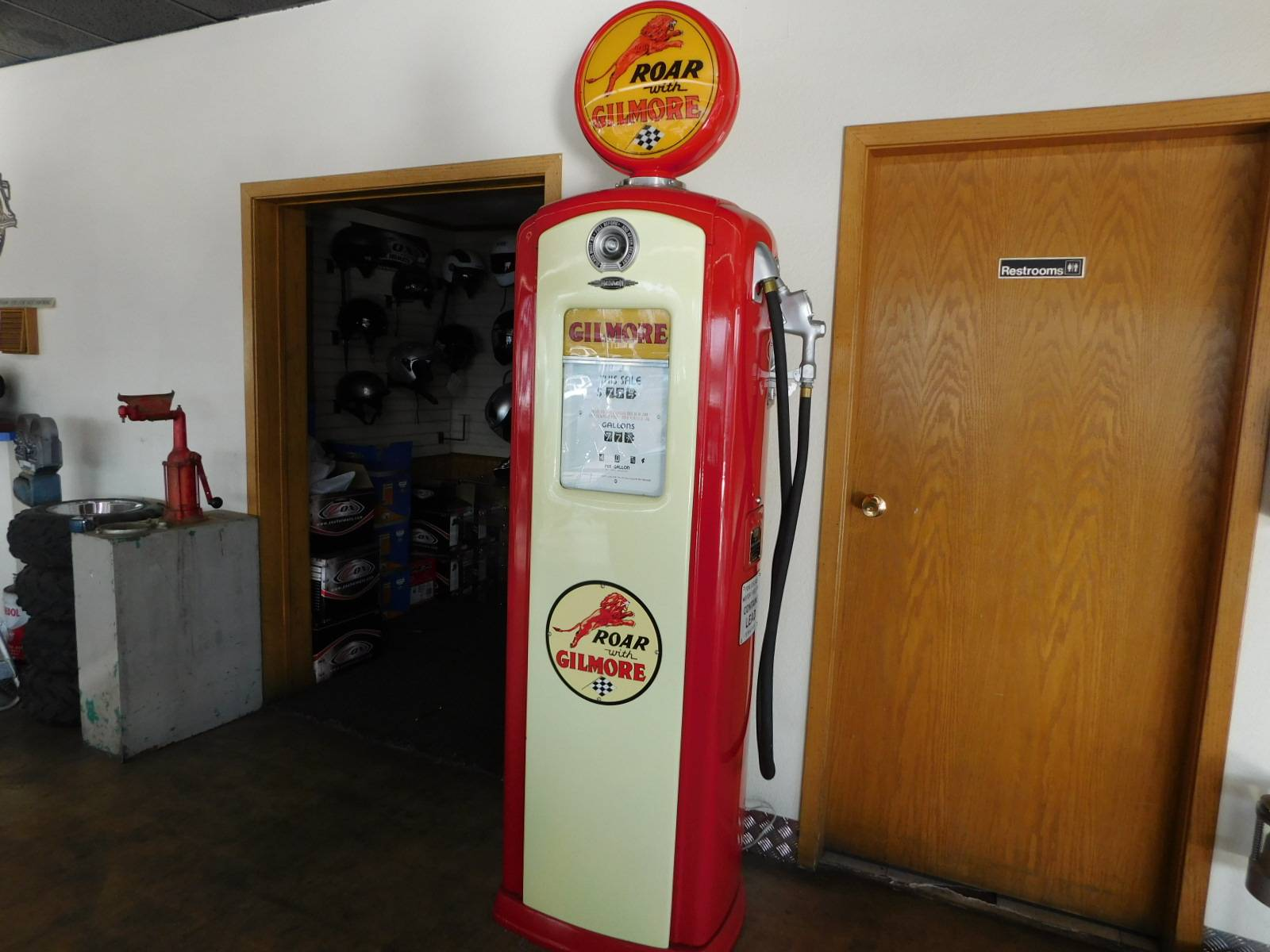 Other Full Size Bennett Gilmore Gas Pump in Loveland, Colorado - Photo 2