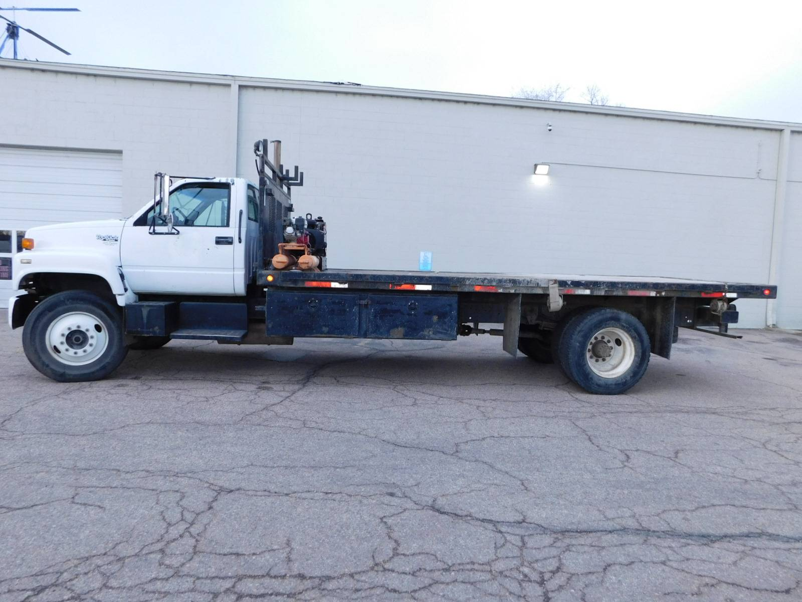 1992 GMC Top Kick 7000 Flat Bed in Loveland, Colorado - Photo 1