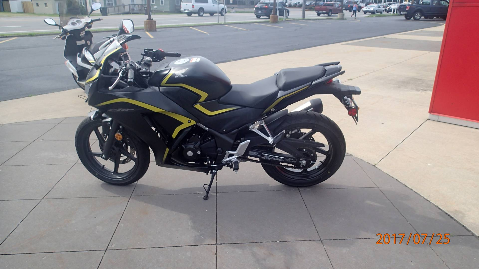2015 Honda CBR 300R ABS in Amherst, Ohio