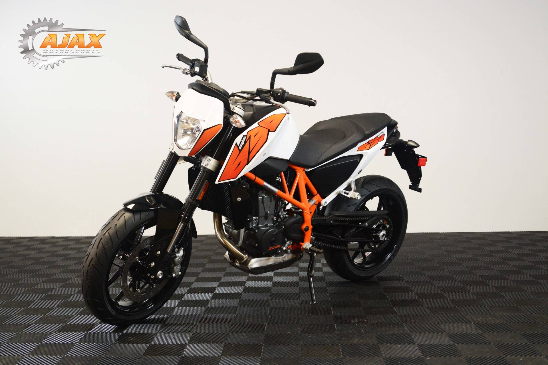 2015 KTM 690 Duke ABS in Oklahoma City, Oklahoma